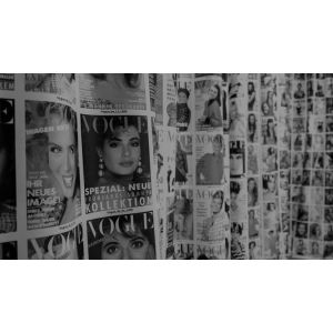 "Vogue by Decades <div class=""tag-label"">Próximamente</p>"